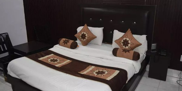 Deluxe AC Double Bed Room with Breakfast