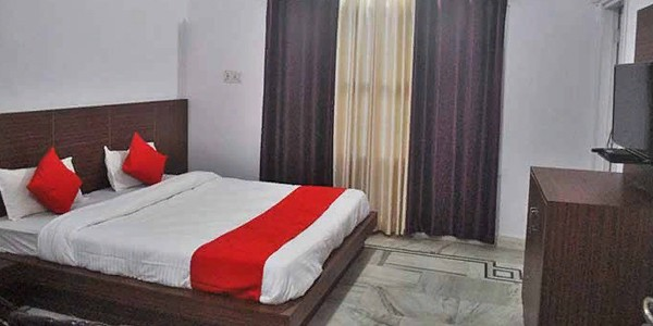 Deluxe Double Bed Room with free Breakfast