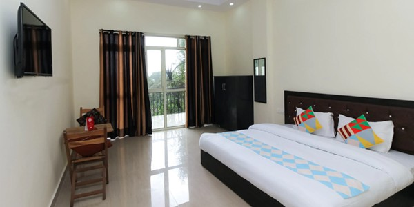OYO 17361 Home Peaceful 4 BHK Hill View Plaza