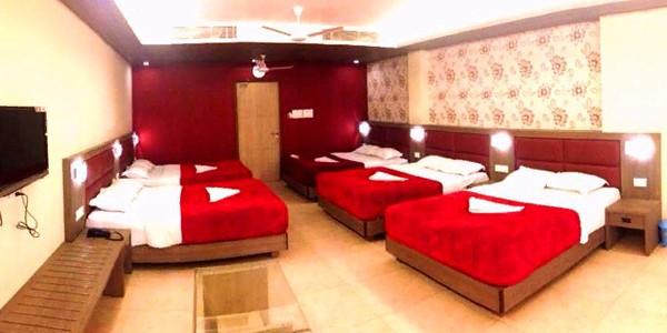Deluxe Ac Ten Beded Room