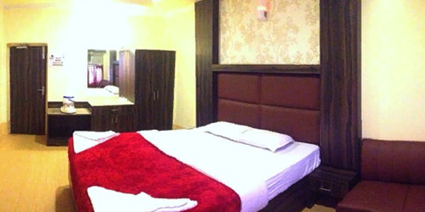 Deluxe Four Bed Ac Room