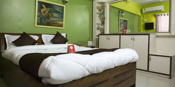Double Bed Super Deluxe AC Room With Breakfast