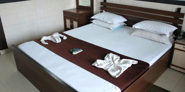 Double Bed Deluxe AC Room With Breakfast